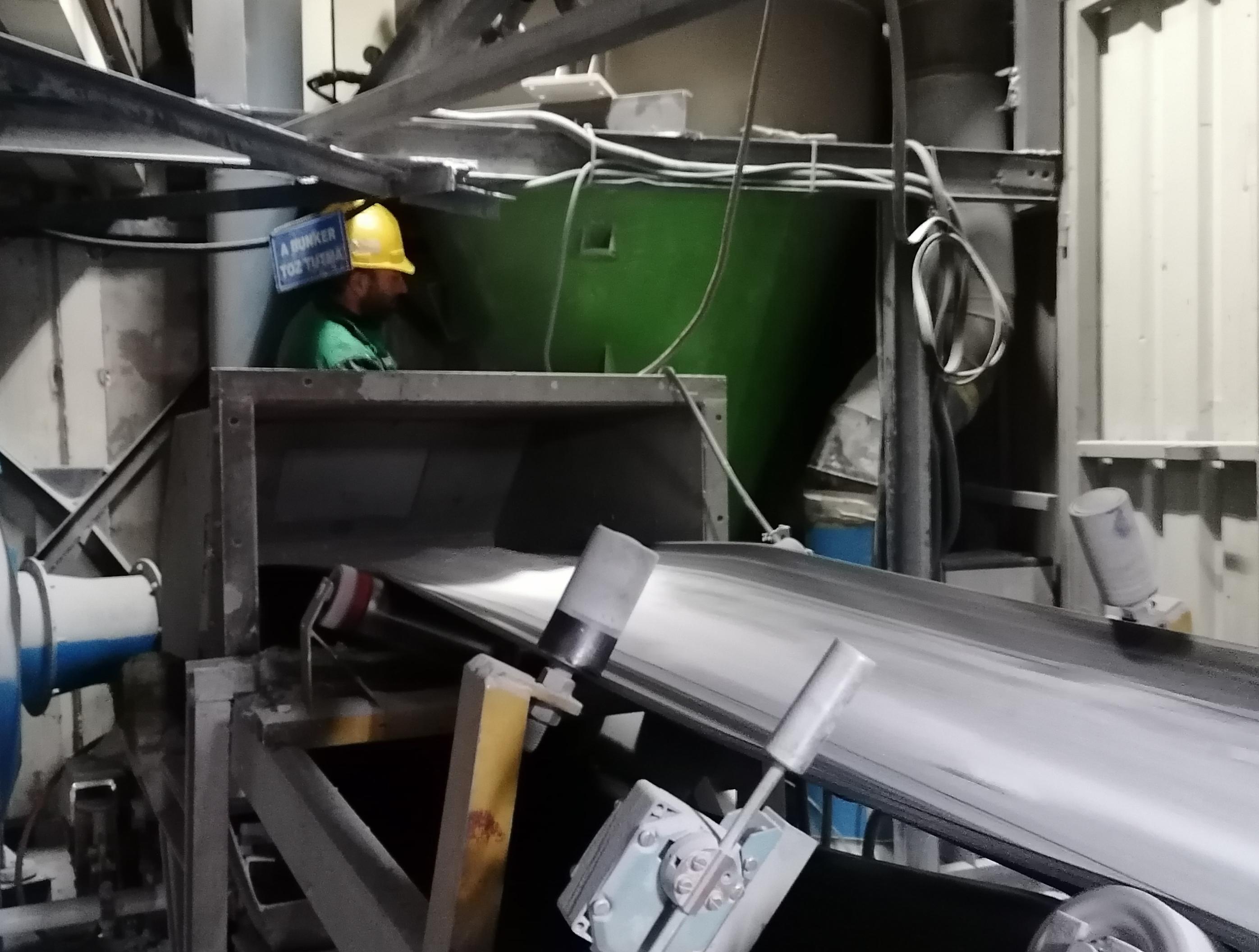Cam işlemesi fırınlarına toz toplama ünitesi kurulumu çalışmamız tamamlanmıştır.